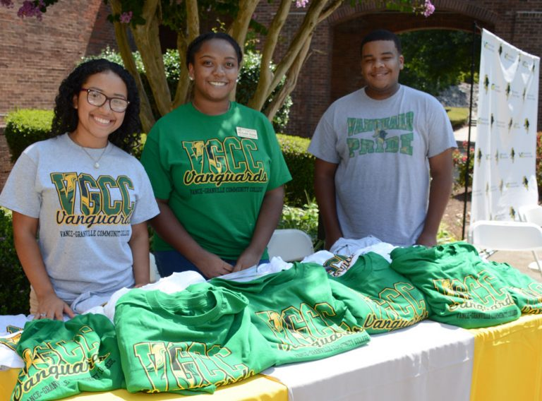 SGA students giving out VGCC T-shirts at the 2018 Welcome Back event on our Main Campus.