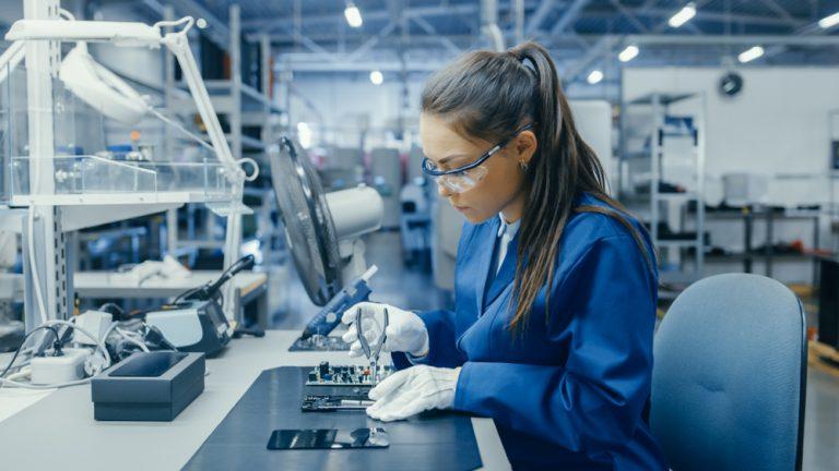 women working in a lab